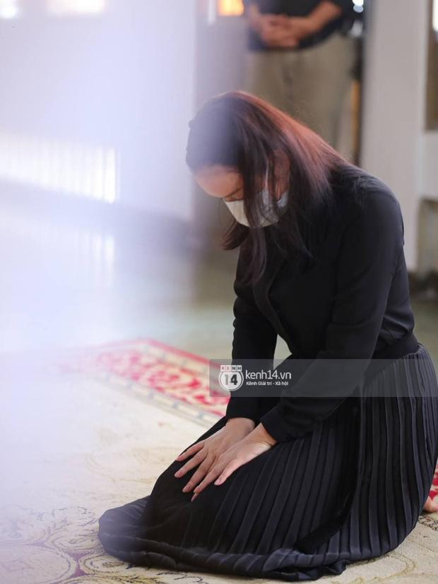Lý Nhã Kỳ bật khóc nức nở khi mẹ của phù thuỷ trang điểm Minh Lộc nhận ra mình, chủ động xin chu cấp từ nay về sau - Ảnh 2.
