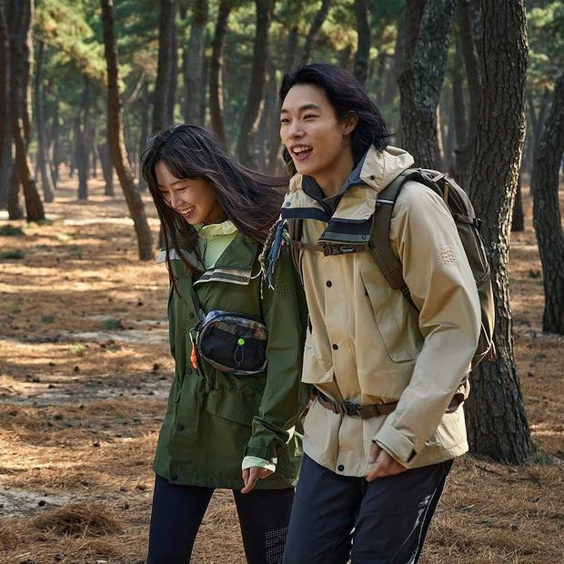 Bao năm hẹn hò, cặp đôi Ryu Jun Yeol - Hyeri đã công khai tung ảnh tình tứ? Thực hư ra sao mà fan ngã ngửa hàng loạt? - Ảnh 2.