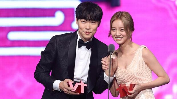 Bao năm hẹn hò, cặp đôi Ryu Jun Yeol - Hyeri đã công khai tung ảnh tình tứ? Thực hư ra sao mà fan ngã ngửa hàng loạt? - Ảnh 10.