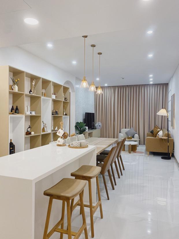 Cặp vợ chồng thiết kế nhà theo tông trắng - nâu đơn giản mà sang cực, nghe chia sẻ ý nghĩa tổ ấm là thấy ngưỡng mộ liền - Ảnh 4.