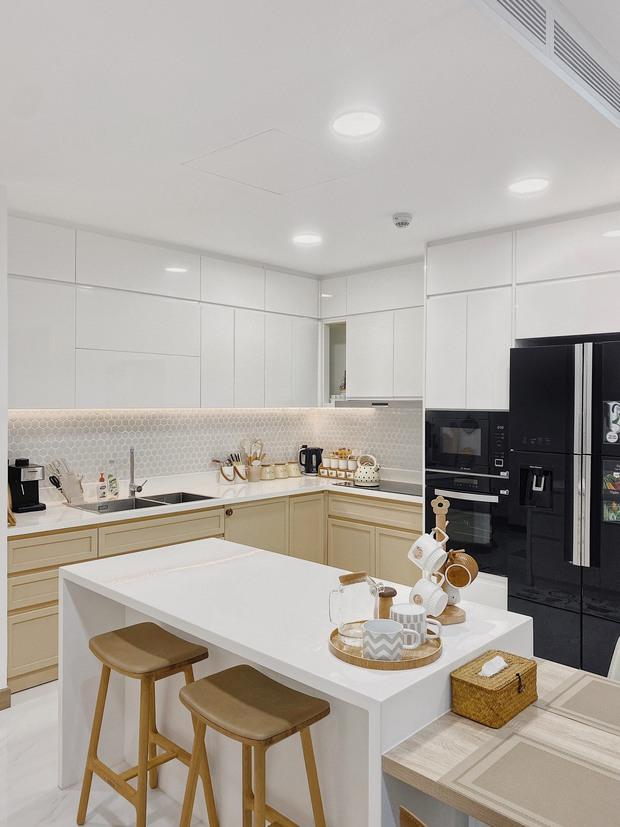 Cặp vợ chồng thiết kế nhà theo tông trắng - nâu đơn giản mà sang cực, nghe chia sẻ ý nghĩa tổ ấm là thấy ngưỡng mộ liền - Ảnh 9.