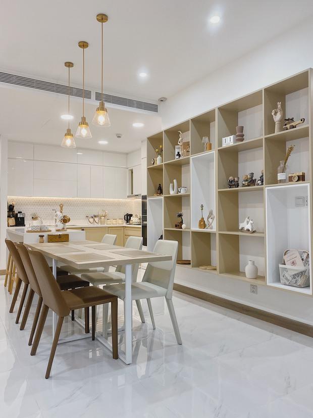 Cặp vợ chồng thiết kế nhà theo tông trắng - nâu đơn giản mà sang cực, nghe chia sẻ ý nghĩa tổ ấm là thấy ngưỡng mộ liền - Ảnh 5.