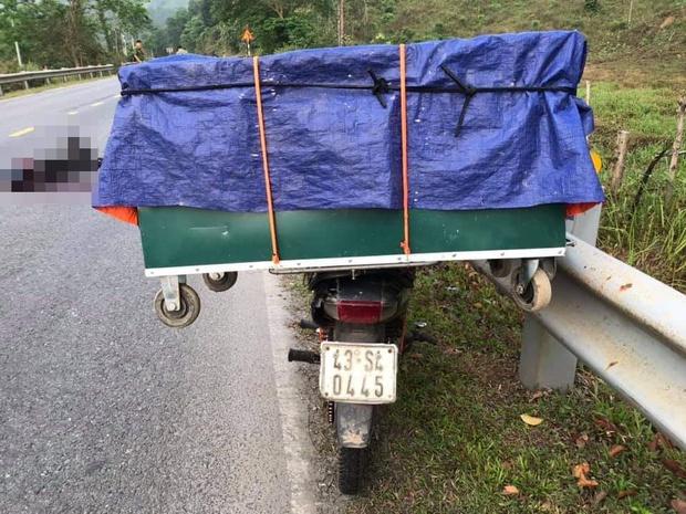 Điều tra vụ 1 thanh niên chết bất thường cạnh xe máy chở hàng dựng trong lề đường - Ảnh 2.