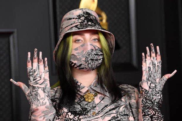 Siêu thảm đỏ Grammy: BTS điển trai xuất sắc, Taylor Swift sến rện chặt chém Doja Cat và em gái Miley hở bạo nhức mắt - Ảnh 16.