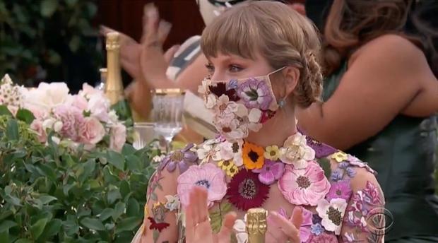 Taylor Swift hóa công chúa mơ màng trong rừng còn Cardi B thì nóng bỏng hết nấc, tưởng sẽ cân được Grammy ai dè cả 2 đều nhạt! - Ảnh 8.