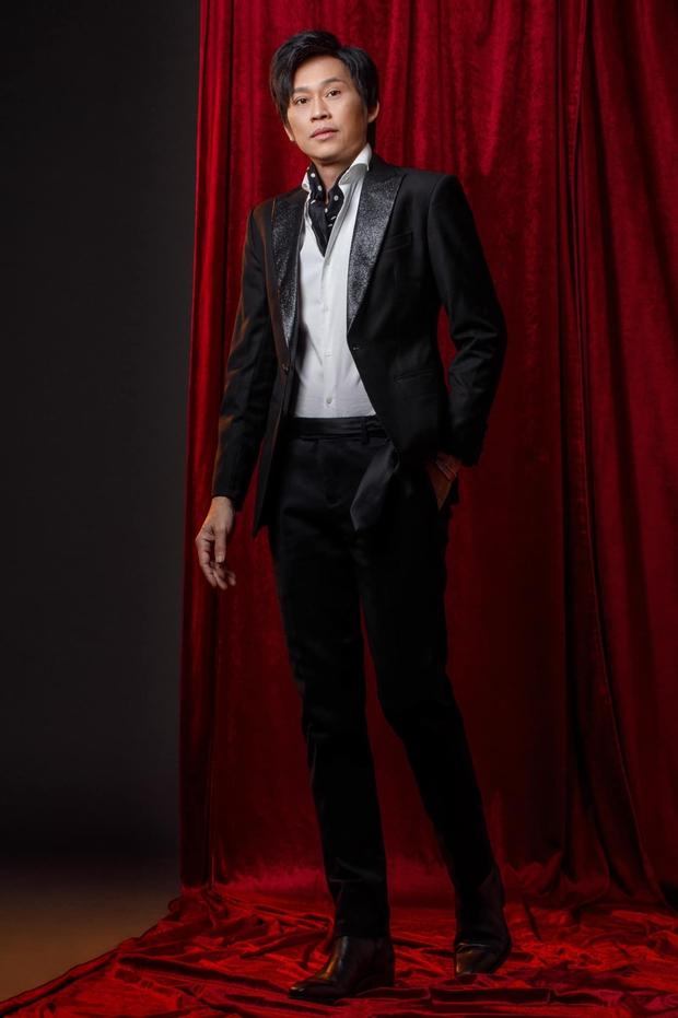5 năm rồi NS Hoài Linh mới có ảnh diện vest, nhan sắc đỉnh cao đến mức chính chủ còn không nhận ra - Ảnh 2.
