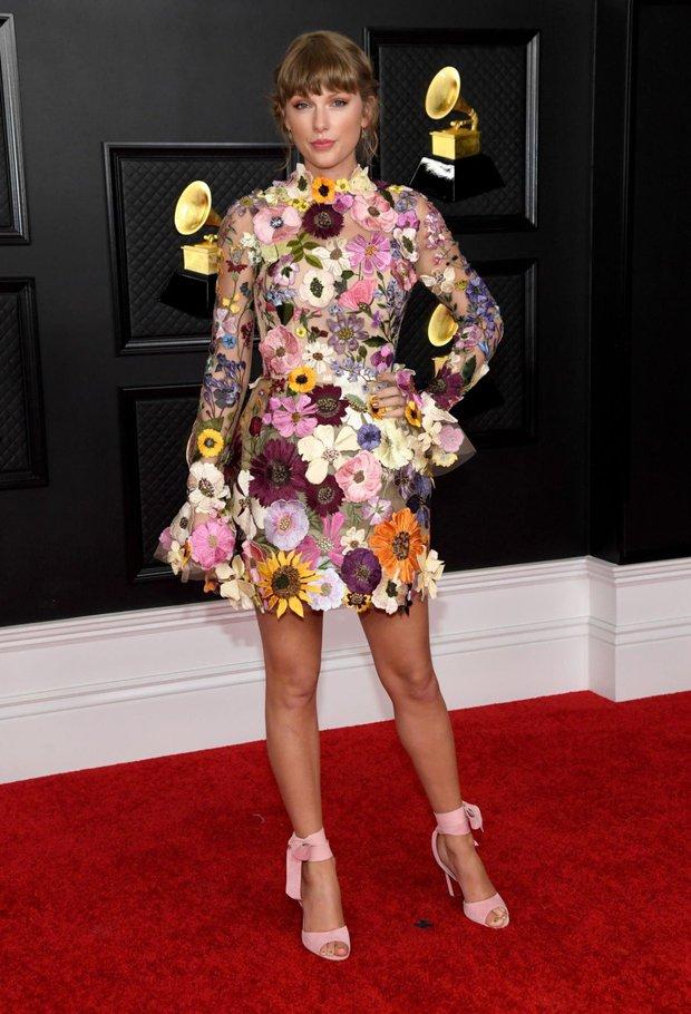 Taylor Swift hóa công chúa mơ màng trong rừng còn Cardi B thì nóng bỏng hết nấc, tưởng sẽ cân được Grammy ai dè cả 2 đều nhạt! - Ảnh 6.