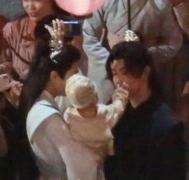 Lộ ảnh có con của La Vân Hi - Trần Phi Vũ ở đam mỹ Hạo Y Hành, dân tình sốt ruột: Phim chiếu được chưa? - Ảnh 6.