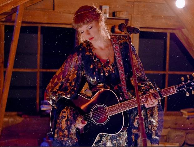 Taylor Swift hóa công chúa mơ màng trong rừng còn Cardi B thì nóng bỏng hết nấc, tưởng sẽ cân được Grammy ai dè cả 2 đều nhạt! - Ảnh 4.