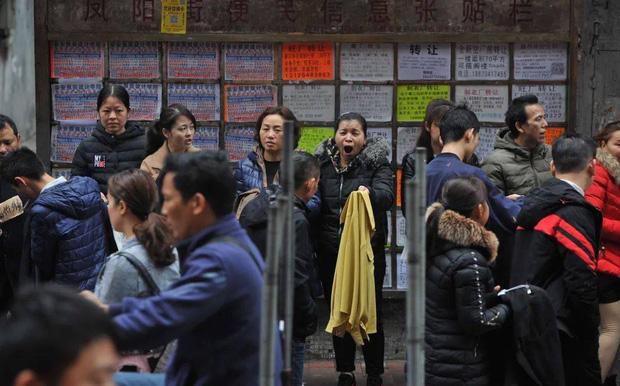 Chuyện ngược đời ở xưởng may thế giới Quảng Châu: Các boss xếp hàng dài chào mời mức lương cao, công nhân vẫn chẳng buồn quẹo lựa - Ảnh 4.