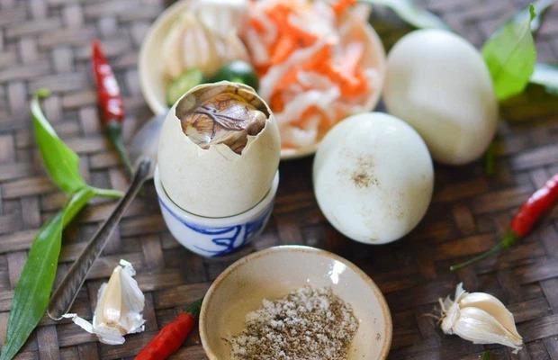 Ra Đà Nẵng du lịch, cô gái Sài Gòn bất ngờ trước cách người dân nơi đây ăn trứng lộn: Quả là khác xa một trời một vực! - Ảnh 5.