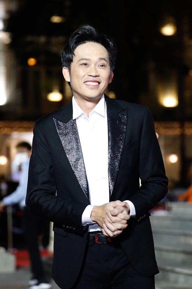 5 năm rồi NS Hoài Linh mới có ảnh diện vest, nhan sắc đỉnh cao đến mức chính chủ còn không nhận ra - Ảnh 6.