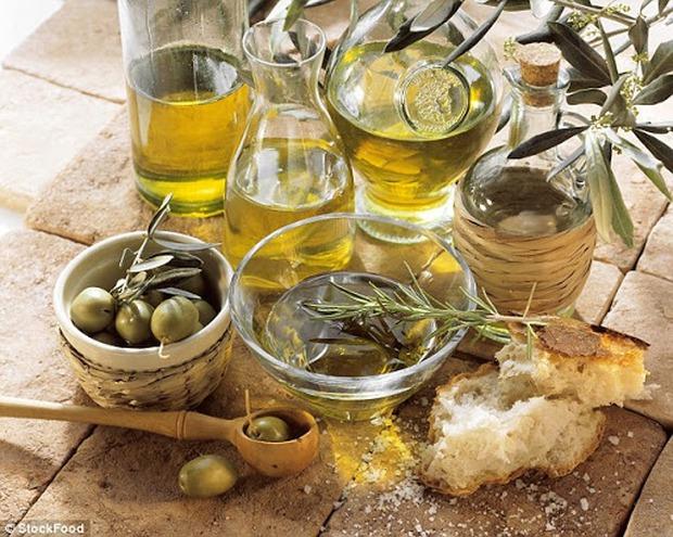 Những sai lầm chết người khi dùng dầu ăn mà hầu hết người Việt đều phạm phải, vô tình biến món ăn thành chất độc - Ảnh 2.
