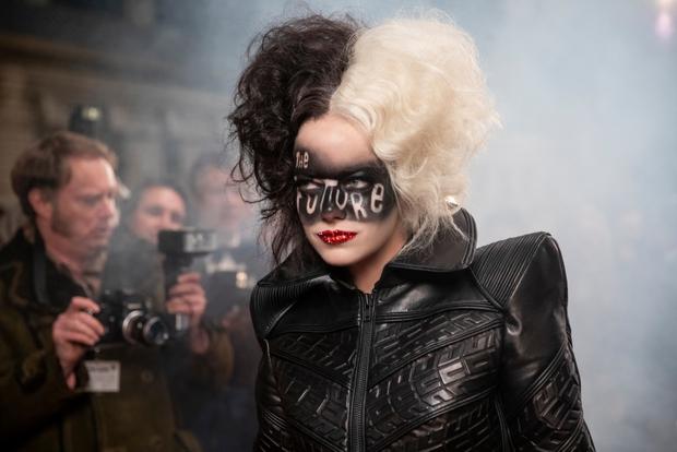 Disney thả xích trailer Cruella - phản diện 101 Chú Chó Đốm: Xinh hết hồn mà điên không tưởng, Joker nữ đấy à? - Ảnh 8.