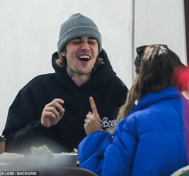 Grammy cũng chẳng bằng nóc nhà: Justin Bieber cáo vắng dù có tận 4 đề cử chỉ vì bận cung phụng vợ như này - Ảnh 3.