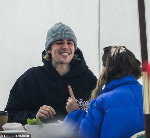 Grammy cũng chẳng bằng nóc nhà: Justin Bieber cáo vắng dù có tận 4 đề cử chỉ vì bận cung phụng vợ như này - Ảnh 5.
