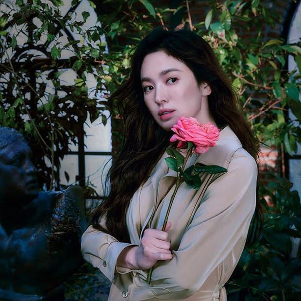 Tưởng chừng rơi xuống đáy sự nghiệp sau ồn ào bị Song Joong Ki thẳng tay đá nhưng nào ngờ Song Hye Kyo lại có thể sống cuộc đời như nữ hoàng thế này - Ảnh 3.