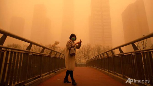 Cuồng phong mạnh nhất thập kỷ đổ bộ, cả Bắc Kinh chìm trong màu nâu nhạt - Ảnh 4.