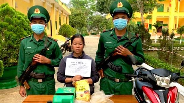 Người đàn bà vận chuyển thuê 1kg ma tuý đá với giá 2 triệu đồng - Ảnh 1.