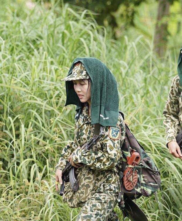 Hậu Hoàng: Các chị em nhìn vào bảo trông mình và Long như 2 thằng đàn ông chơi với nhau vậy - Ảnh 4.