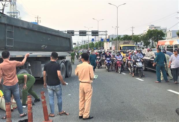 Chạy xe máy vào làn đường ô tô, người đàn ông bị xe ben tông chết thảm - Ảnh 8.