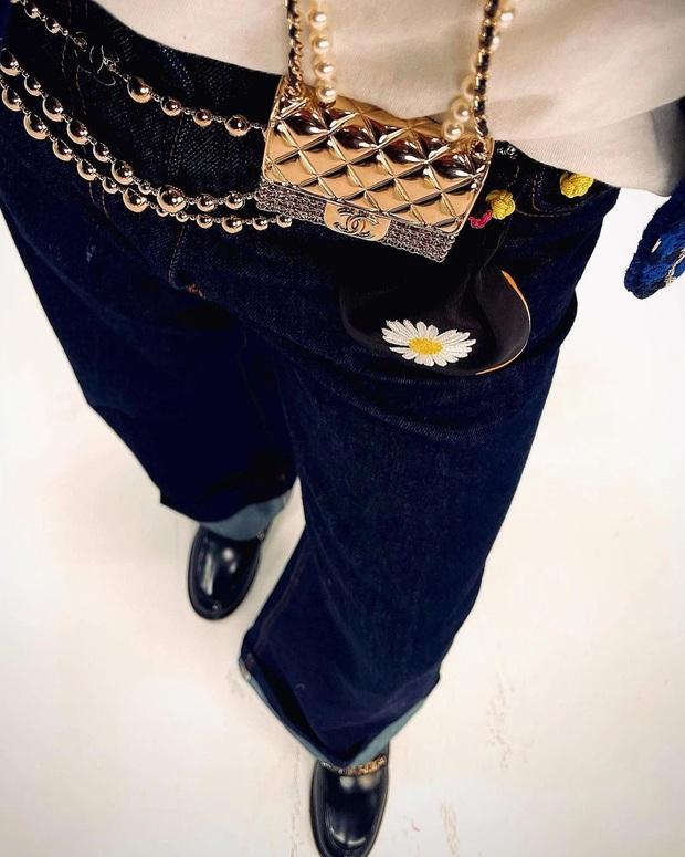 Jennie và G-Dragon tưởng đang sóng sánh túi đôi thì Ngọc Trinh từ đâu xuất hiện - Ảnh 4.
