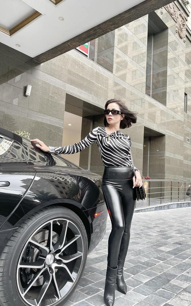Lệ Quyên nắm chặt tay Lâm Bảo Châu, check in trong siêu xe 6 tỷ đồng giữa lúc bị réo tên vào drama với Hà Hồ! - Ảnh 3.