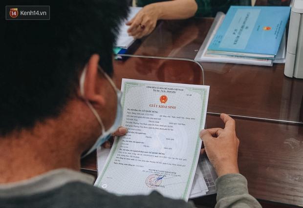 Hành trình gian nan để được cấp giấy khai sinh của người vô hình 30 năm sống ở Hà Nội: Tôi như một người ngoài lề xã hội - Ảnh 3.