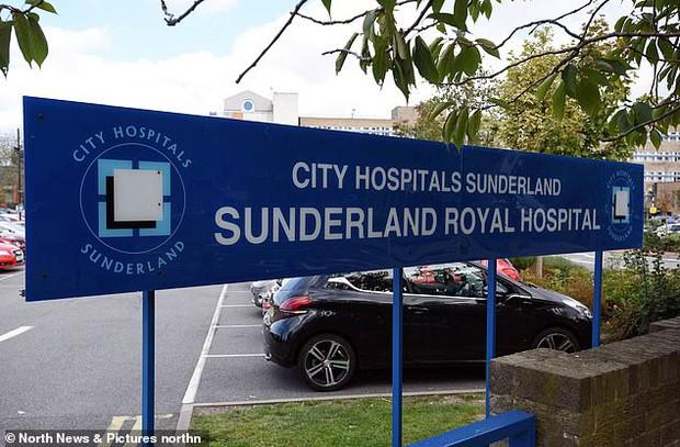 Bé trai chết tức tưởi vì lỗi đánh máy của nhân viên bệnh viện, lời nói trước lúc mất khiến gia đình không khỏi quặn lòng và phẫn nộ - Ảnh 2.