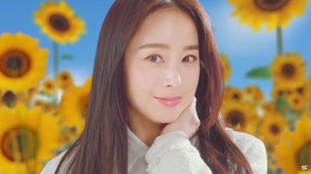 Kim Tae Hee bất ngờ xuất hiện trong MV của con riêng Bi Rain: Thế này ai nghĩ là mẹ bỉm U40 đã 2 con? - Ảnh 5.