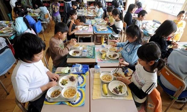 6 học sinh, 1 giáo viên mẻ răng khi ăn trưa, rùng mình trước sự thật nấu ăn của nhà trường - Ảnh 1.