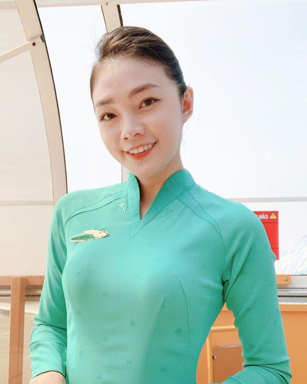 Hoa khôi tiếp viên Vietnam Airlines: Không hở thì thôi, chứ hở là phải xịt máu mũi - Ảnh 1.