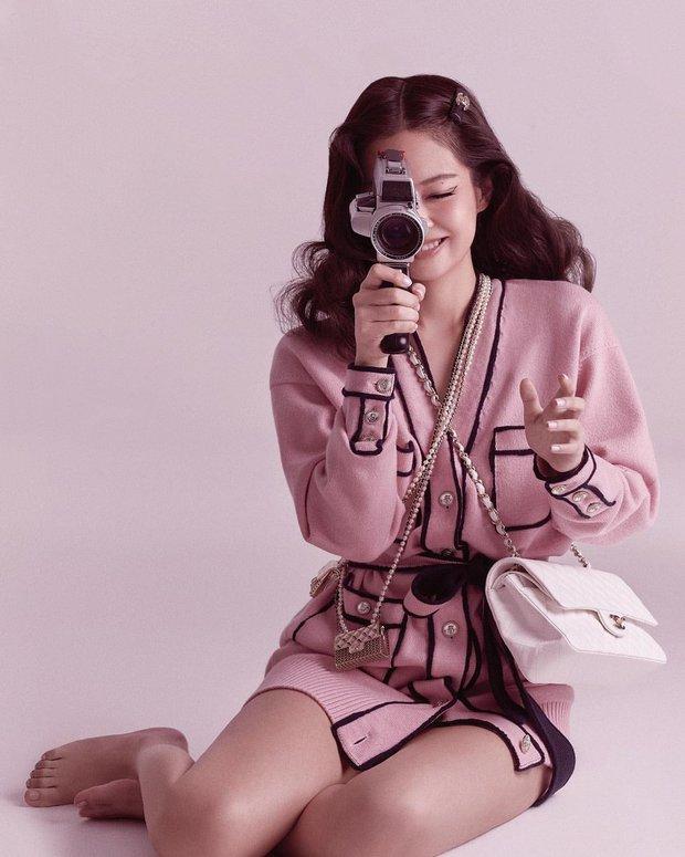 Jennie và G-Dragon tưởng đang sóng sánh túi đôi thì Ngọc Trinh từ đâu xuất hiện - Ảnh 1.