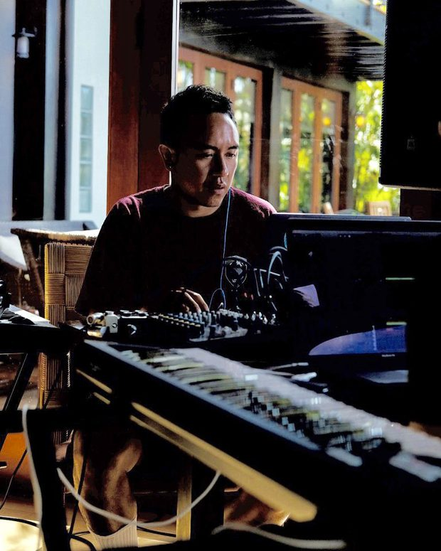 Một nghệ sĩ Việt có tên trong danh sách đề cử big four của Grammy 2021, chung mâm với ekip của Taylor Swift và Dua Lipa? - Ảnh 8.