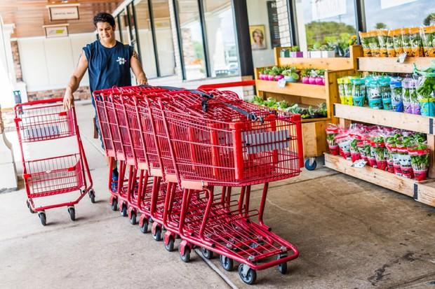 Những mánh khóe nắm bắt tâm lý khách hàng được các siêu thị sử dụng để bước chân vào là bạn tiêu nhiều tiền hơn nữa - Ảnh 2.