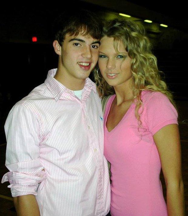 Taylor Swift thừa nhận Joe là chàng thơ đầu tiên trong sự nghiệp ca hát, fan tìm ngay ra bằng chứng lươn lẹo - Ảnh 12.