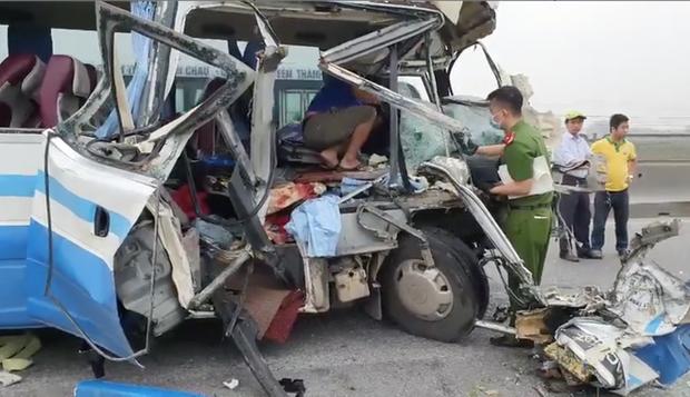 Hiện trường kinh hoàng vụ xe 29 chỗ chở khách đi lễ đền đâm đuôi xe đầu kéo trên quốc lộ - Ảnh 14.