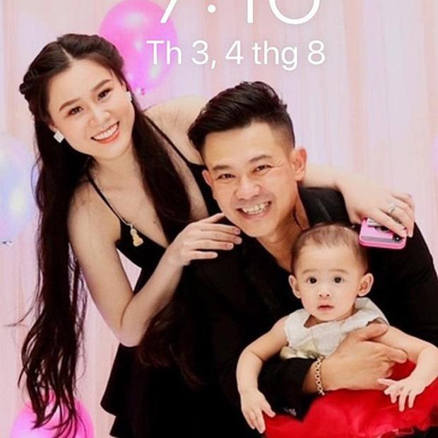 Hậu ồn ào, vợ Vân Quang Long lộ diện với đôi mắt sưng húp bên con gái, hình ảnh ngây thơ của bé Helen nhìn mà xót - Ảnh 8.