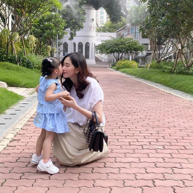 Ông xã Đặng Thu Thảo khoe ảnh con gái ngoan ngoãn đi học, bé Sophie gây ấn tượng vì nhìn lớn phổng phao - Ảnh 3.