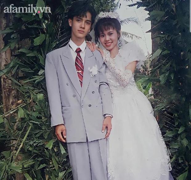 Ảnh chú rể 24 năm trước đẹp trai như tài tử nhận 5,8 triệu lượt xem: Đi bán rau ở chợ, cô gái trẻ lọt mắt xanh của bà bán hoa rồi thành công cưới anh chồng đẹp nhất xóm - Ảnh 4.