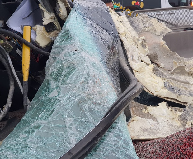Hiện trường kinh hoàng vụ xe 29 chỗ chở khách đi lễ đền đâm đuôi xe đầu kéo trên quốc lộ - Ảnh 10.