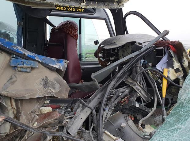 Hiện trường kinh hoàng vụ xe 29 chỗ chở khách đi lễ đền đâm đuôi xe đầu kéo trên quốc lộ - Ảnh 11.