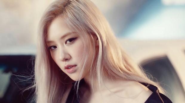 Rosé (BLACKPINK) chính thức phá kỷ lục bán đĩa của nữ nghệ sĩ solo Kpop, doanh số ngày đầu đè bẹp cả TWICE lẫn IU - Ảnh 5.