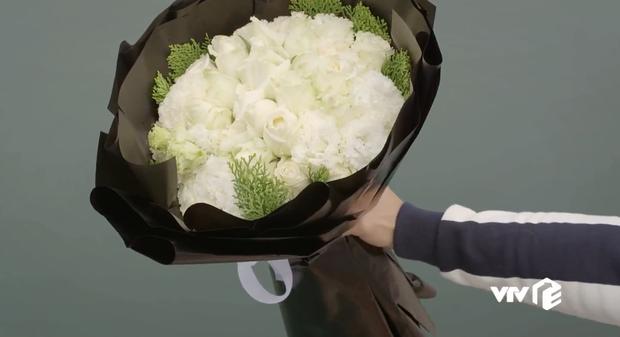 Tiếc thương người yêu cũ tự vẫn, nam chính vứt nguyên bó hoa đầy nylon xuống sông: phim Việt ơi sao vẫn phèn quá vậy? - Ảnh 4.