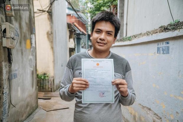 Hành trình gian nan để được cấp giấy khai sinh của người vô hình 30 năm sống ở Hà Nội: Tôi như một người ngoài lề xã hội - Ảnh 1.
