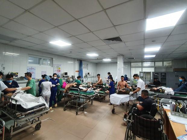 Tai nạn thảm khốc giữa xe tải và xe khách, hơn 15 người thương vong - Ảnh 3.