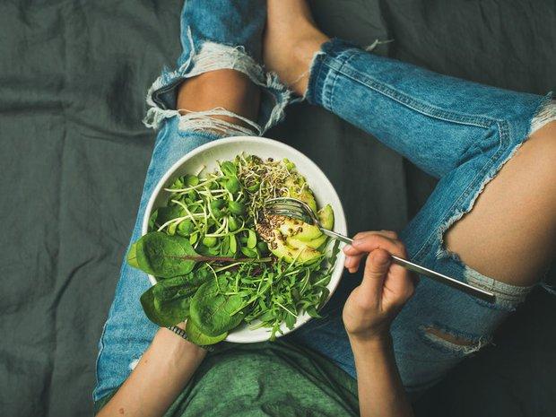 4 thói quen ăn uống khiến nữ giới sớm già trước tuổi, mắc phải dù chỉ 1 điều cũng cần sửa ngay - Ảnh 4.
