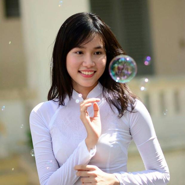 Á hậu Phương Anh nói tiếng Anh như bắn rap, 23 tuổi đi 21 nước, từng bị ba mẹ so sánh với con nhà người ta - Ảnh 4.