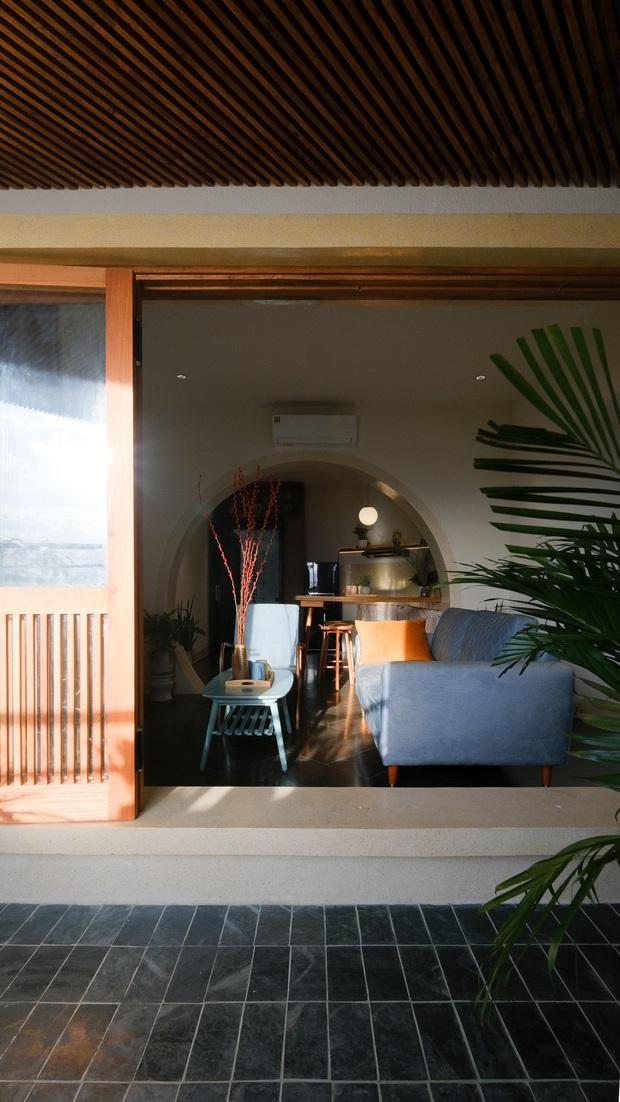 Gia đình trẻ cải tạo lại căn hộ trên tầng 39, biến ban công thành khoảng sân nhỏ ngắm trọn view sông núi - Ảnh 2.