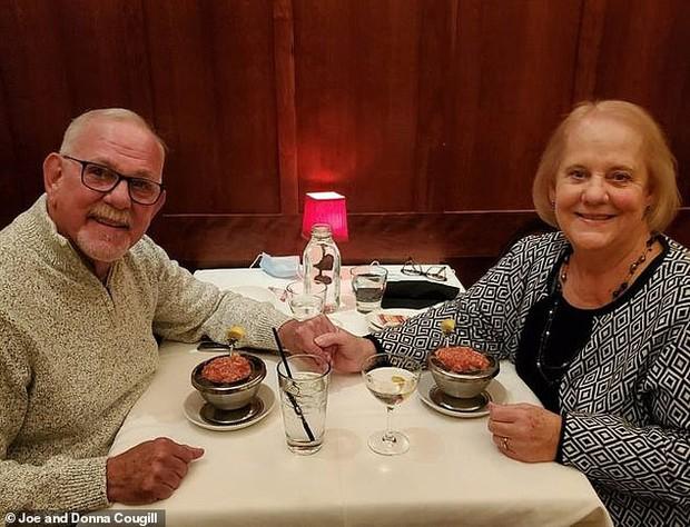 Người phụ nữ tìm lại được bố mẹ đẻ sau 50 năm trời ròng rã, nhưng không ngờ điều diễn ra sau đó còn hạnh phúc và bất ngờ hơn nữa - Ảnh 2.